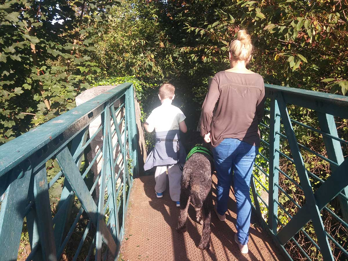 εκδρομή με παιδιά και σκύλους βοηθούς
