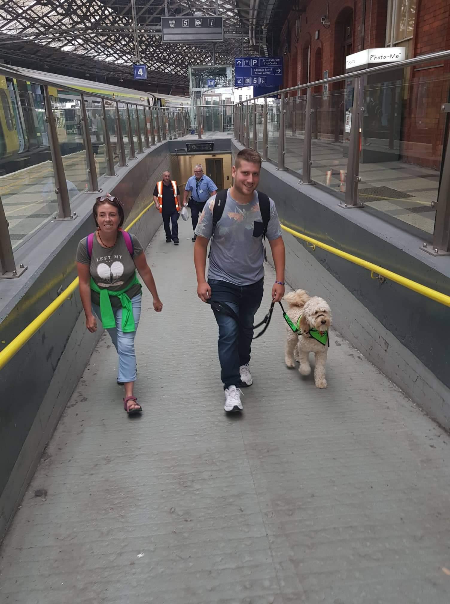 Σκύλος βοηθός στην πόλη